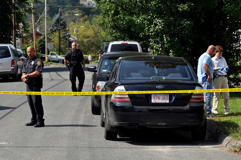 Description of . Police investigate a house on Madison Ave in Pittsfield as part of the triple murder investigation.  Mon Sept 12, 2011 (GARVER)