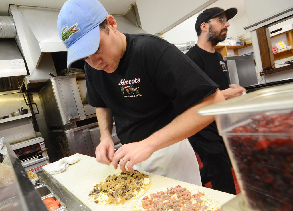. Chef Matt Tatro prepares pizza at Mazcots in Lenox, Friday September 20, 2013. Ben Garver / Berkshire Eagle Staff