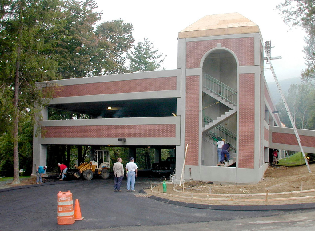 . Construction workers put the finishing touches on the new three level parking garage at North Adams Regional Hospital in North Adams. August 18, 2001. Gillian Jones/North Adams Transcript